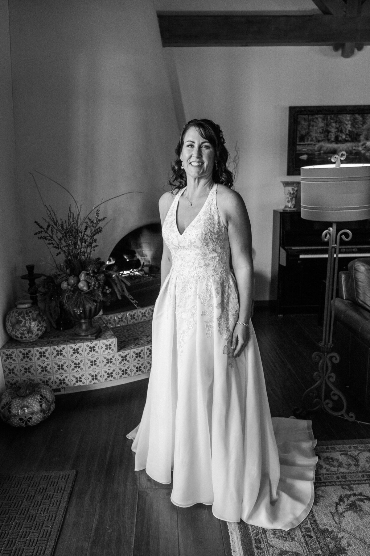 bridal portrait black-white