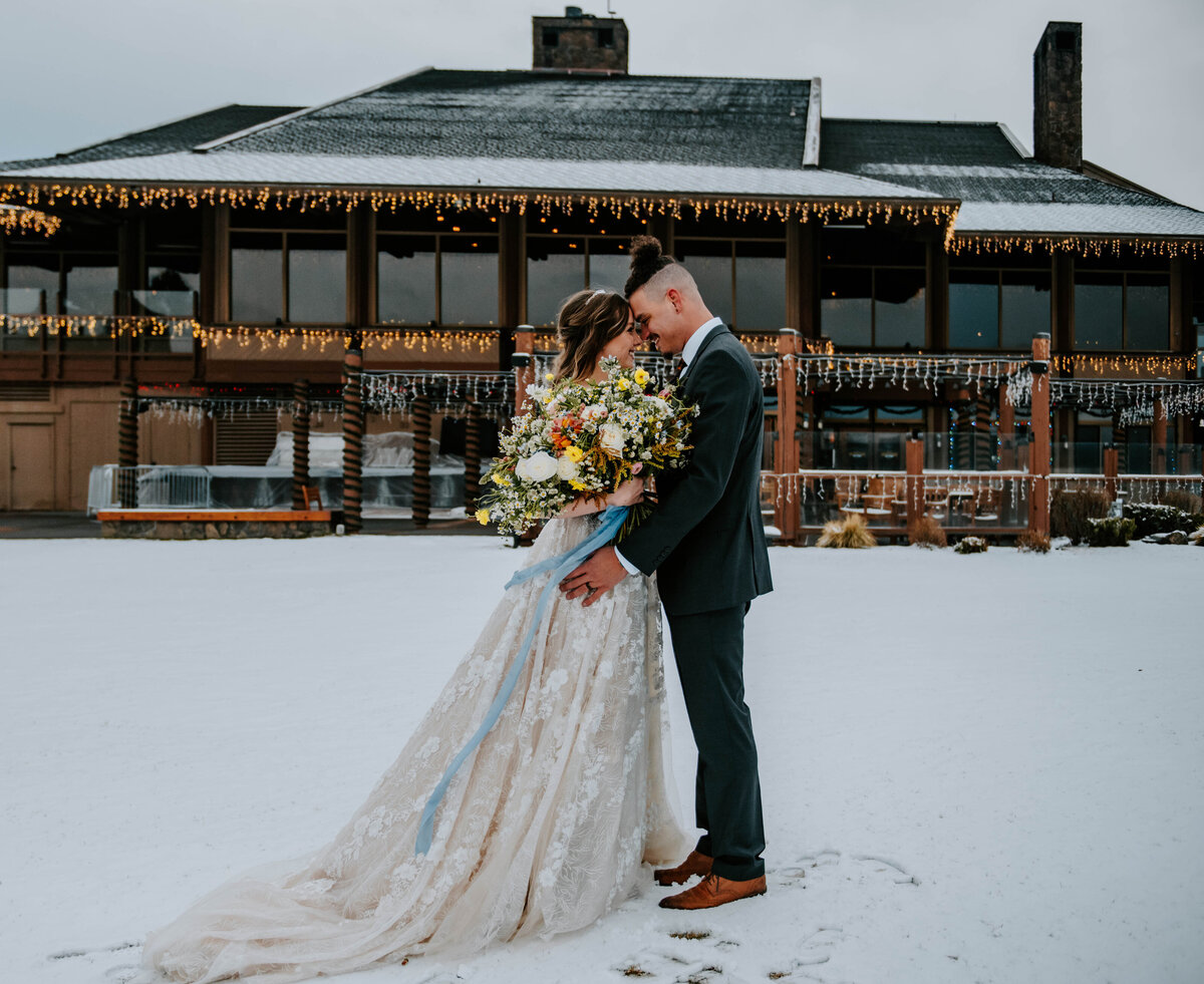 sunriver-resort-oregon-wedding-venue-christmas-elopement-photographer-destination-1649