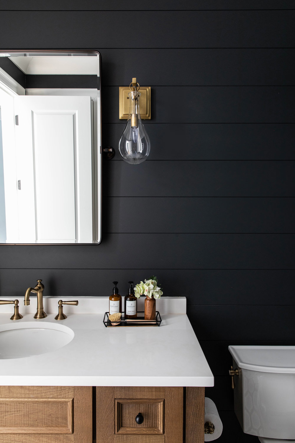 Benjamin-Moore-Cheating-Heart-Shiplap-Bathroom-with-Louvered-White-Oak-Vanity-4