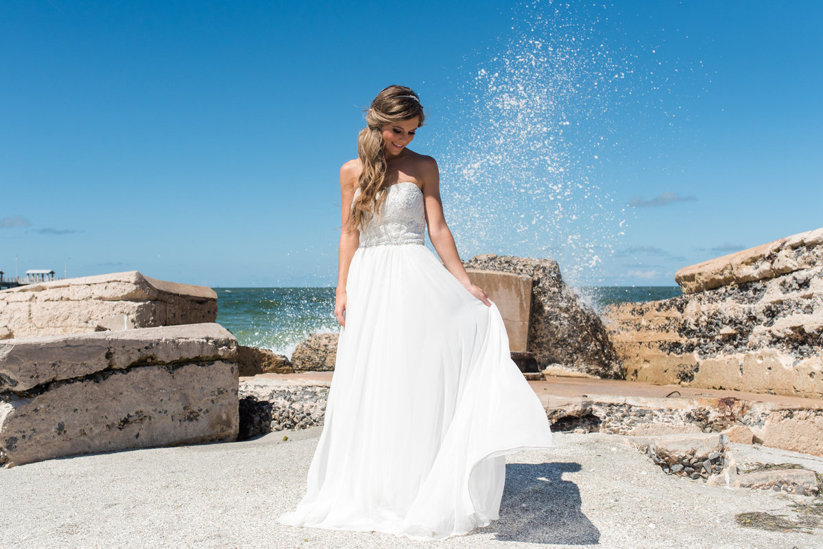 ocean water splash bride