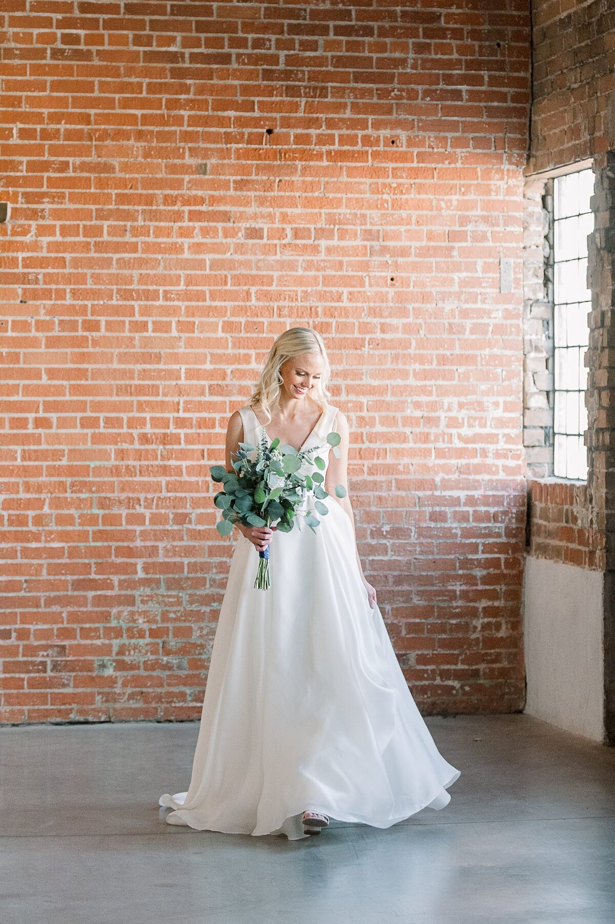 Warehouse-215-wedding-by-Leslie-Ann-Photography-00029