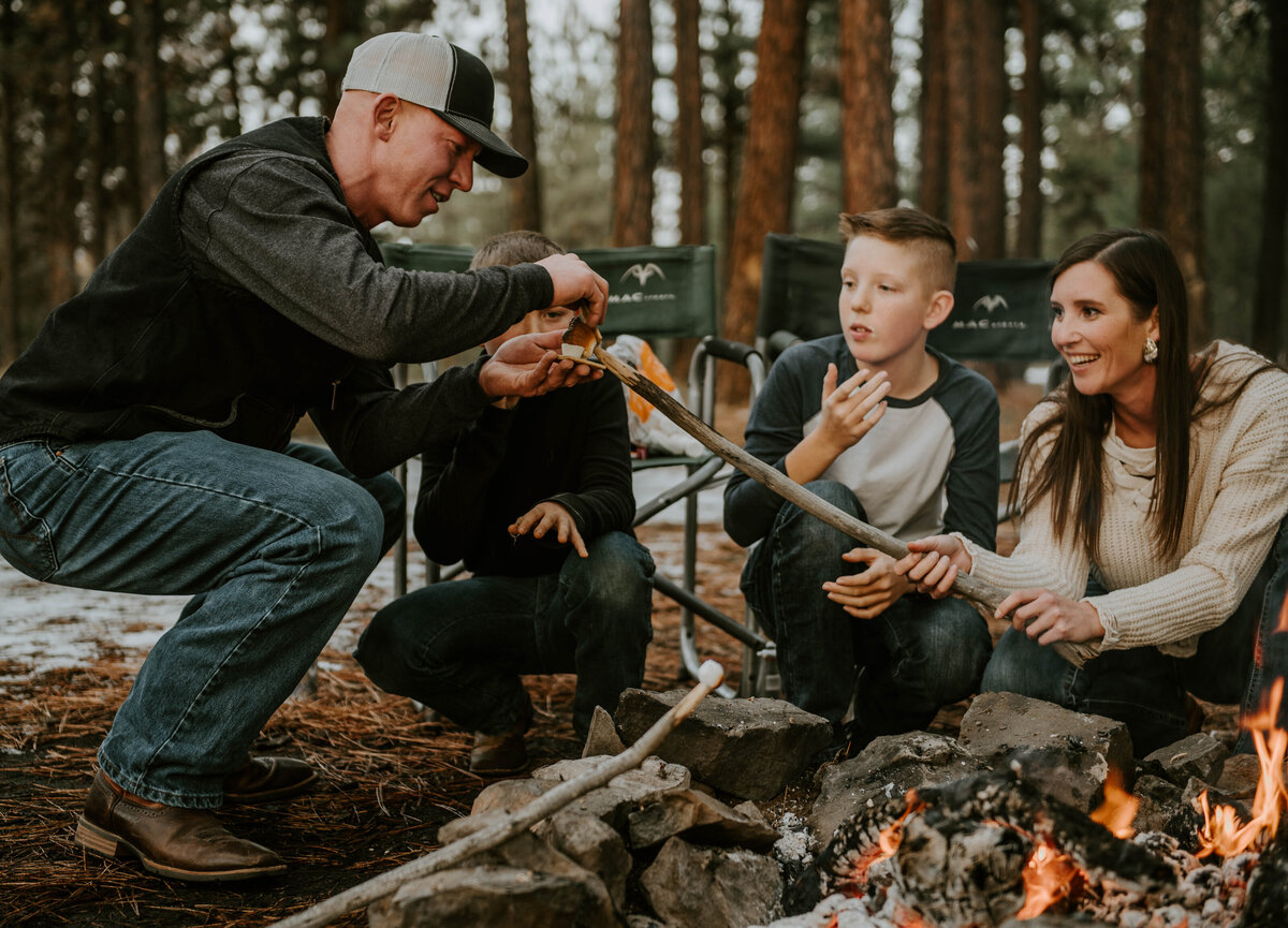 ochocos-forest-oregon-family-photographer-photography-woods-portrait-bend-redmond-central-oregon-6527