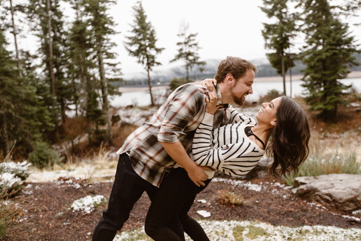 Top Rated Adventure Elopement wedding photographer & Engagement sessions in Washington State