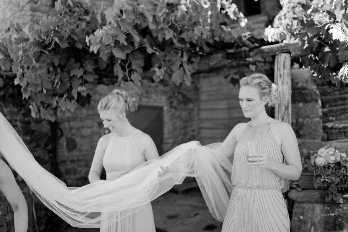 049_Tuscany_Luxury_Wedding_Photographer (60 von 215)_So thankful to be a luxury destination wedding photographer in Tuscany! Claire and James invited their beloved family & friends from London to their luxury wedding in Tuscany.