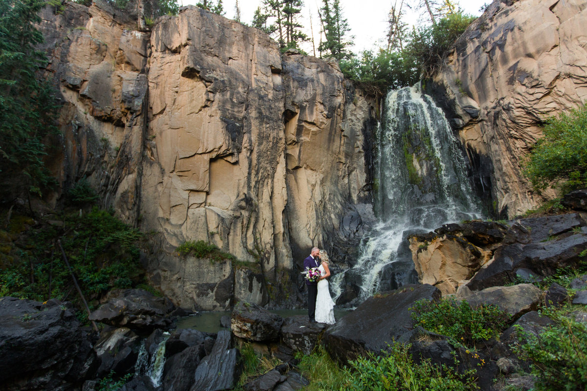 colorado-waterfall-wedding-photos
