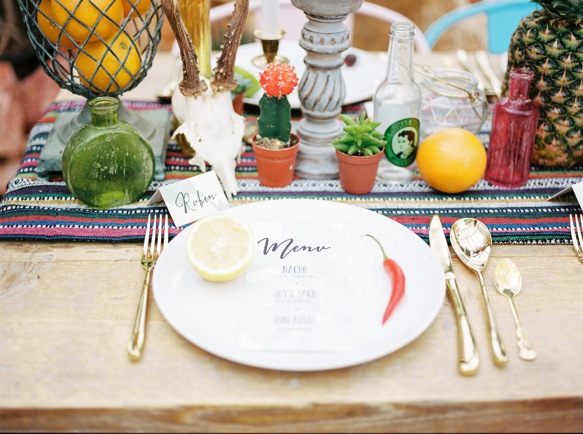 styled-table-cinco-de-mayo-style-at-a-wedding-cincodemayo-cincodemayo2017-tacos-margaritas-cerveza_t20_PQdK47