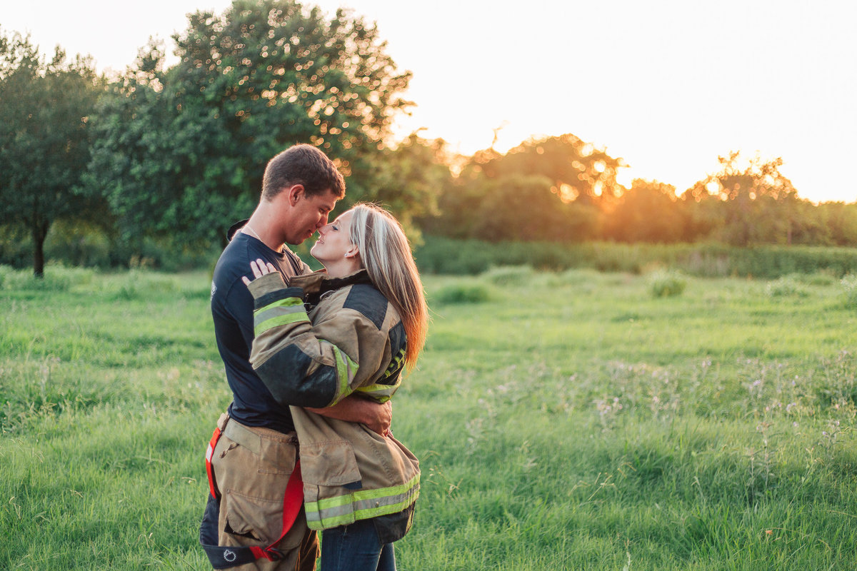 2018-fireman-engagement-photos-0201