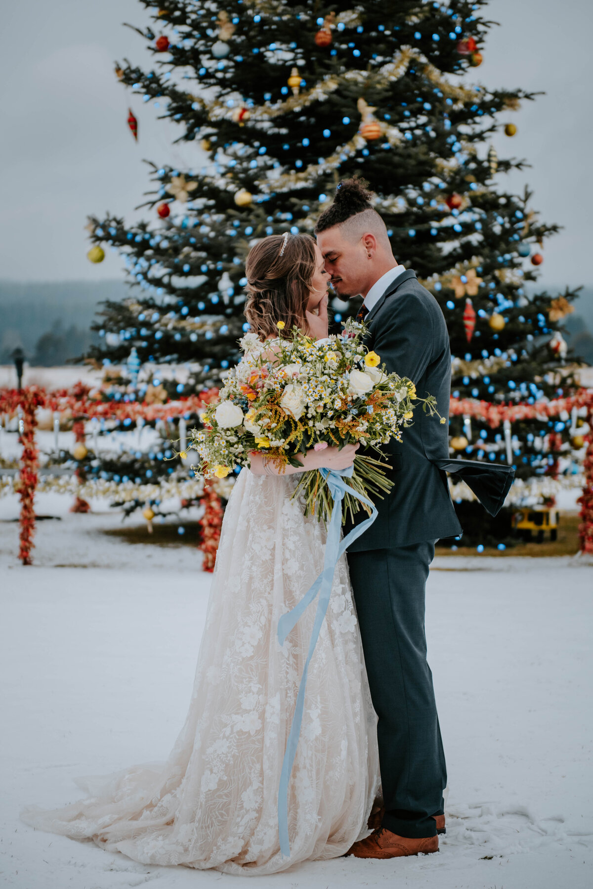 sunriver-resort-oregon-wedding-venue-christmas-elopement-photographer-destination-1772