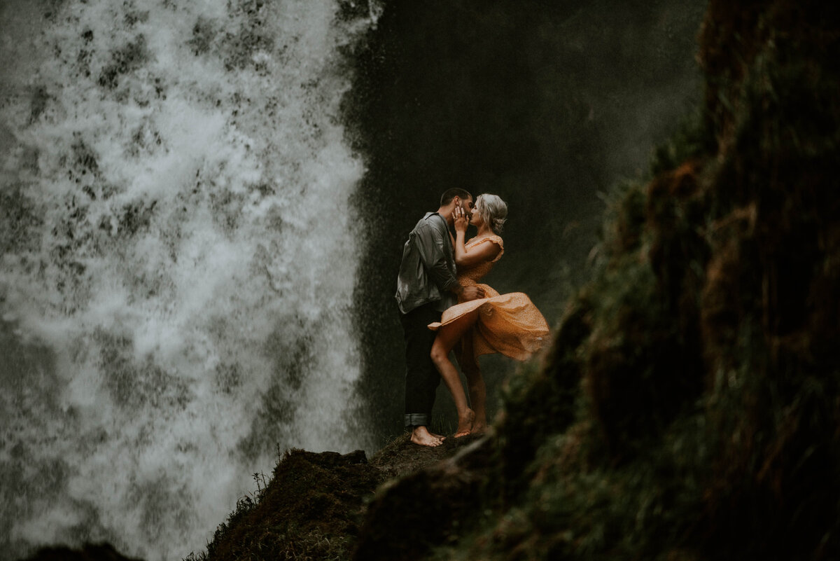 sahalie-falls-oregon-engagement-elopement-photographer-central-waterfall-bend-forest-old-growth-7751