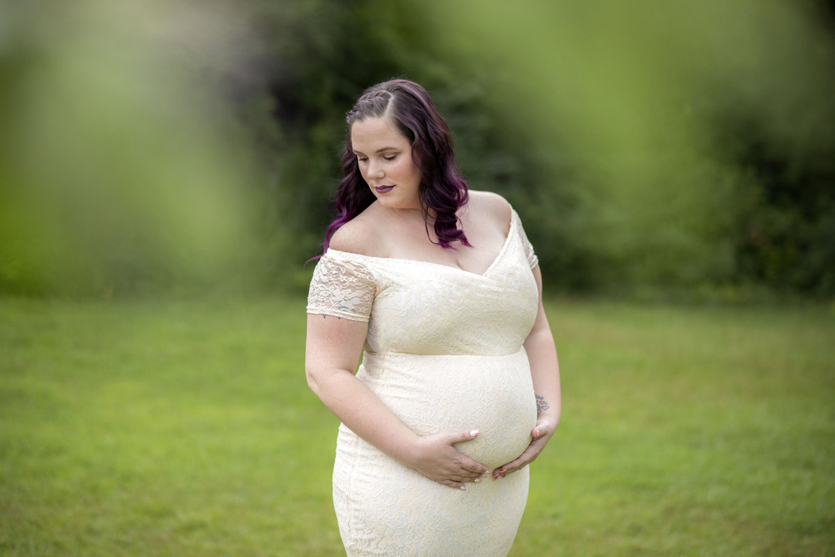 monroe_photographer_a_focused_life_photography_maternity_conyers_ga_lace_dress_outdoor_purple_hair