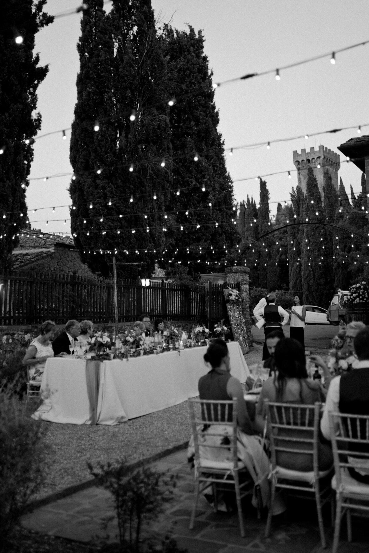 146_Tuscany_Luxury_Wedding_Photographer (163 von 215)_So thankful to be a luxury destination wedding photographer in Tuscany! Claire and James invited their beloved family & friends from London to their luxury wedding in Tuscany.