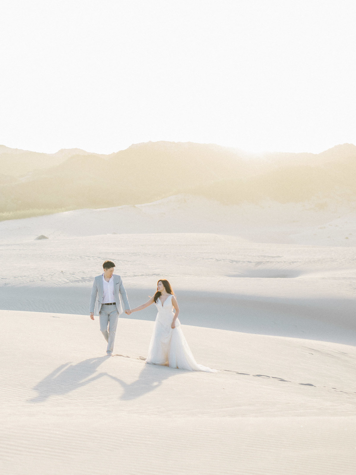 sand-dunes-engagement-session-17