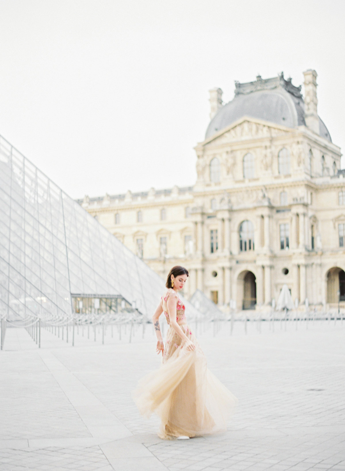 destination wedding photographer paris the lourve amelia soegijono 016