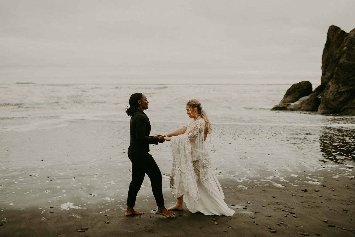 Ruby_Beach_Styled_Elopement_-_Run_Away_with_Me_Elopement_Collective_-_Kamra_Fuller_Photography_-_Portraits-170