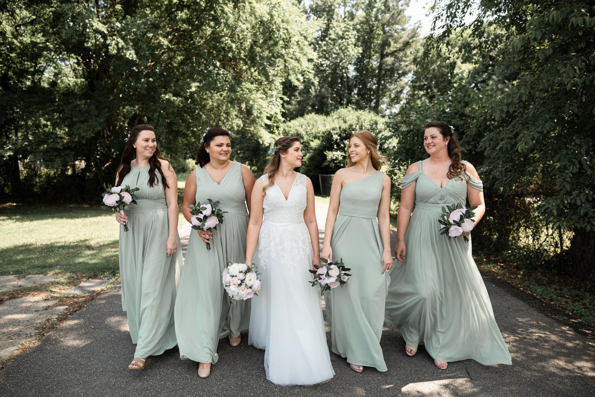 B & Bridesmaids Portraits print2019-68