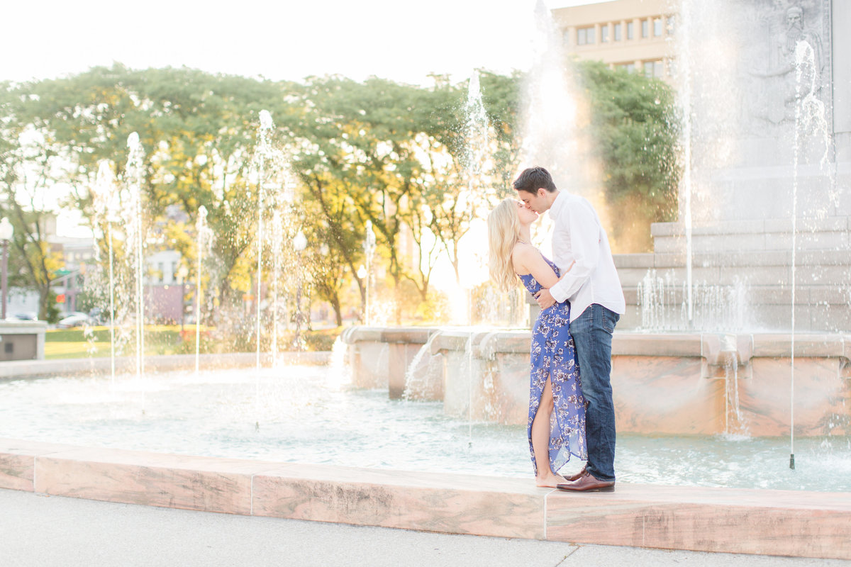 Indianapolis War Memorial Downtown Engagement Session Sunrise Sami Renee Photography-14