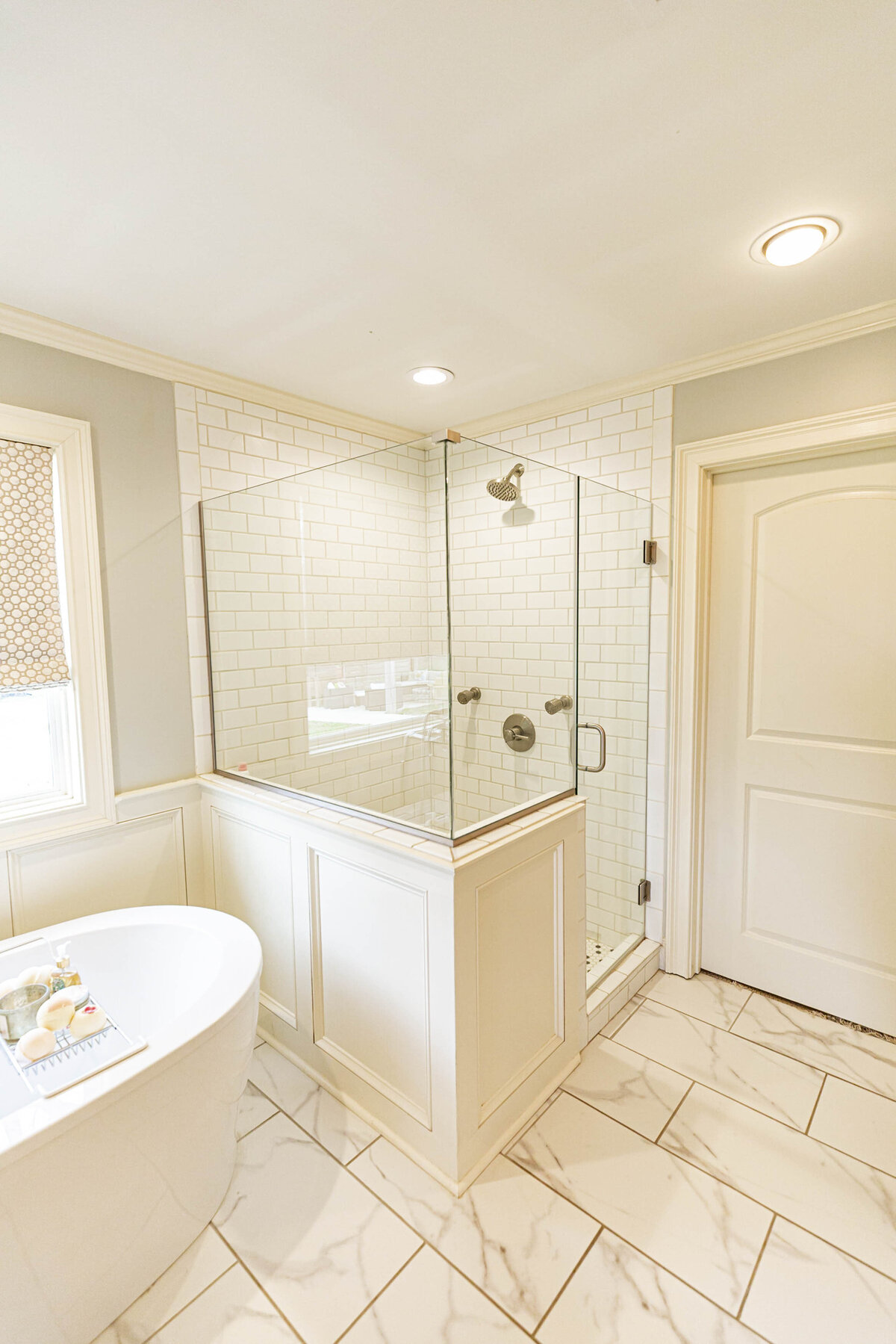 white-bright-airy-master-bath-renovation-moda-designs7