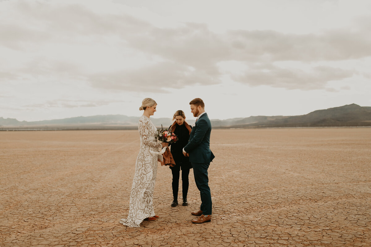 Las-Vegas-Elopement-Dry-Lake-Bed-231