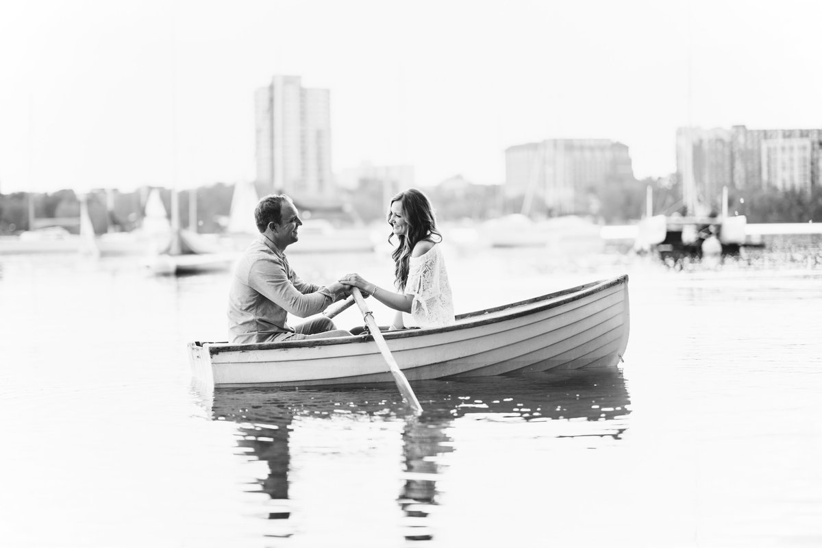 Lake-Calhoun-Minneapolis-Summer-Engagement-13