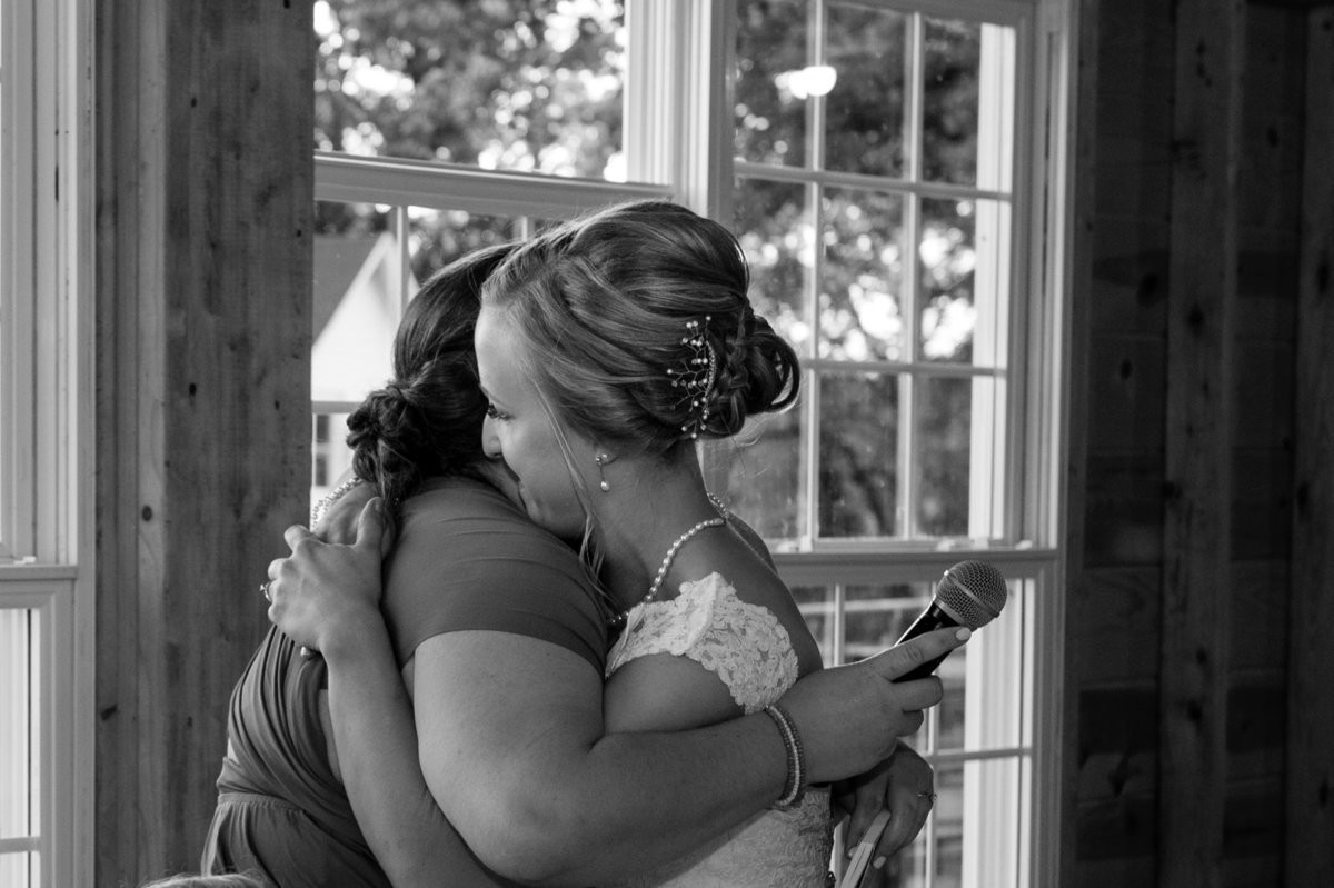maid of honor hug after toast