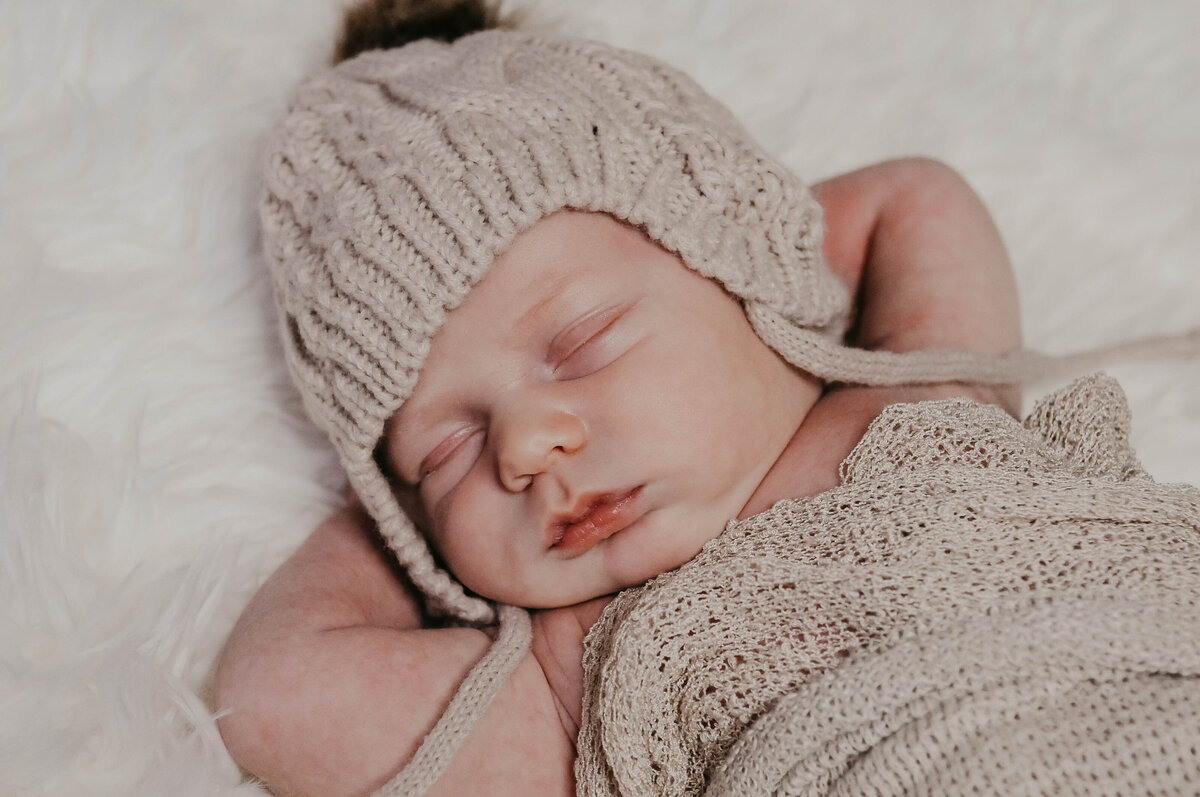 Captured by Lyndsey Newborn Photography 010