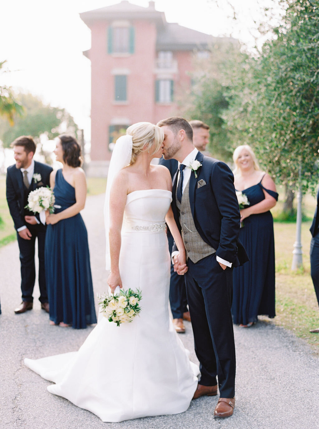 best-italy-wedding-photographer-soft-airy-lake-como-garda-mike-hannah-previews-30-6