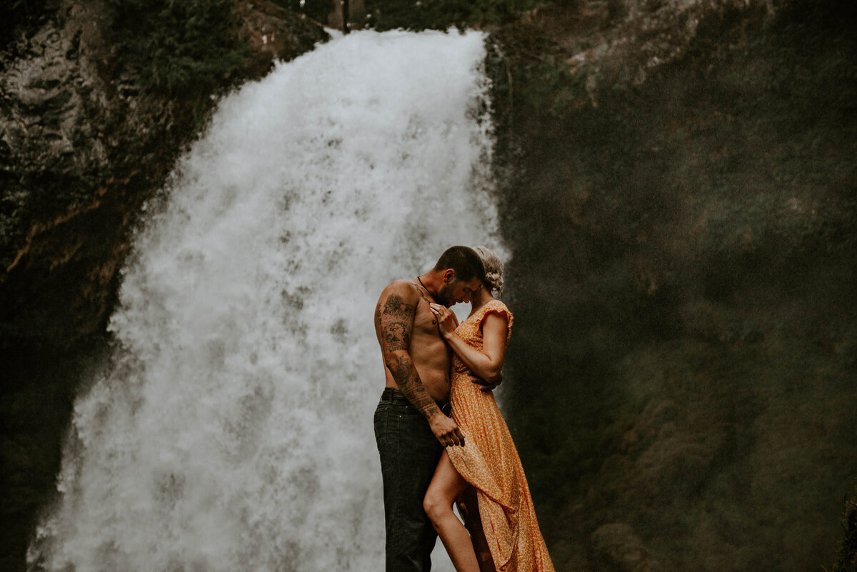 sahalie-falls-oregon-engagement-elopement-photographer-central-waterfall-bend-forest-old-growth-7568