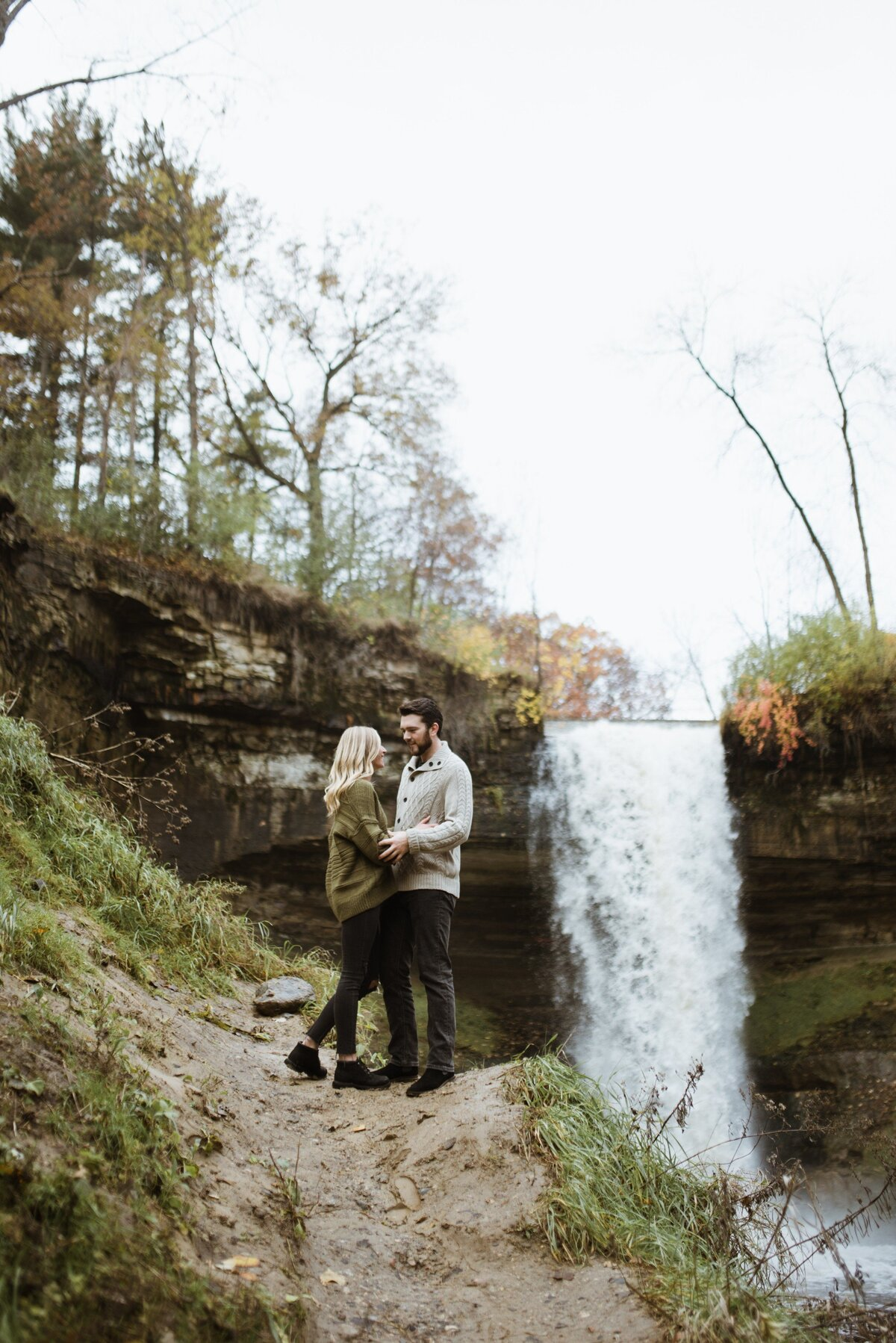 couple-minnehaha-falls-4
