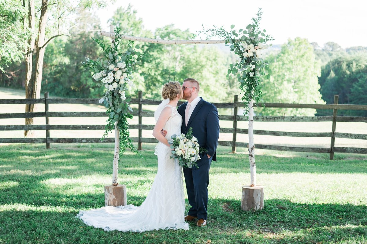 SorellaFarms_VirginiaWeddingPhotographer_BarnWedding_Lynchburgweddingphotographer_DanielleTyler+44