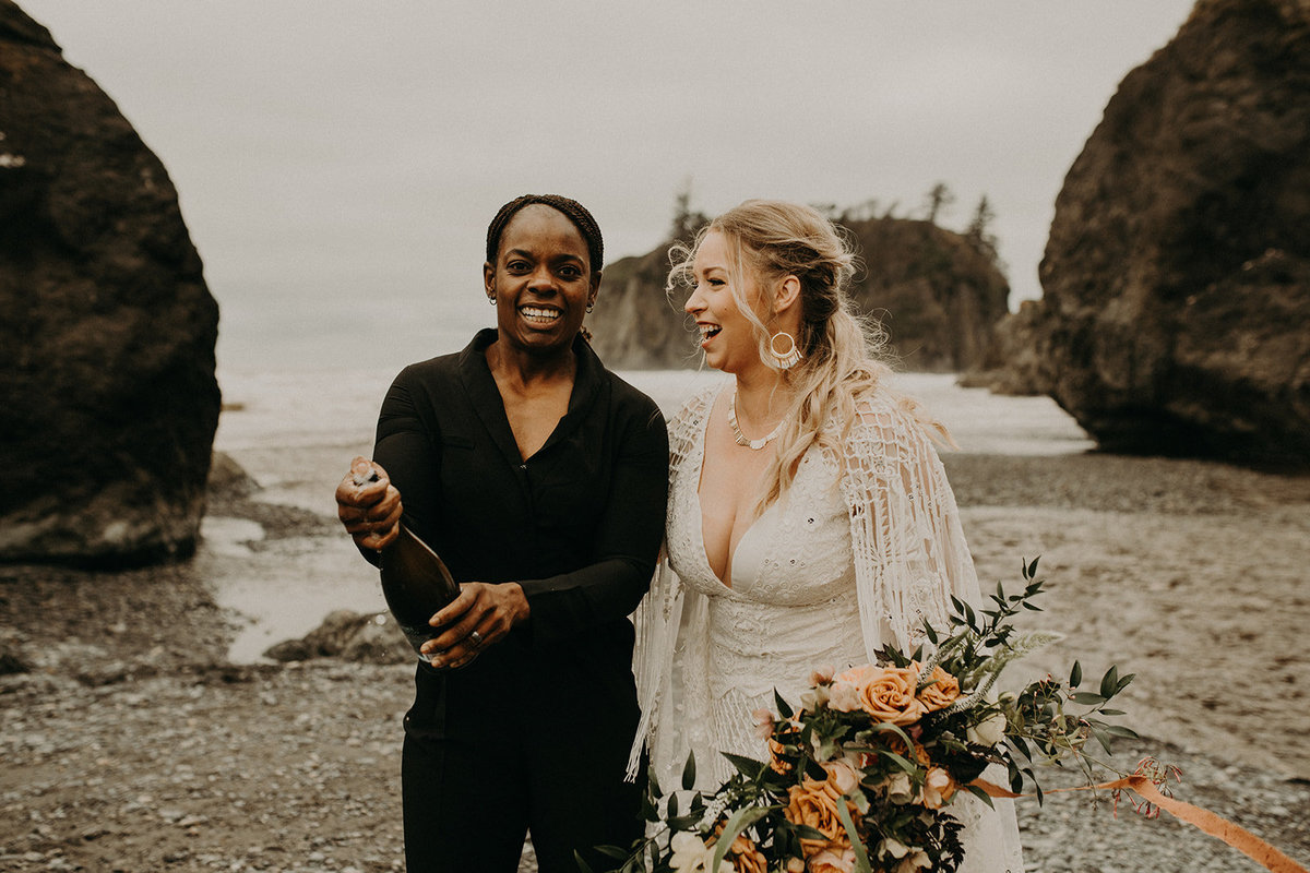 Ruby_Beach_Styled_Elopement_-_Run_Away_with_Me_Elopement_Collective_-_Kamra_Fuller_Photography_-_Champagne-23