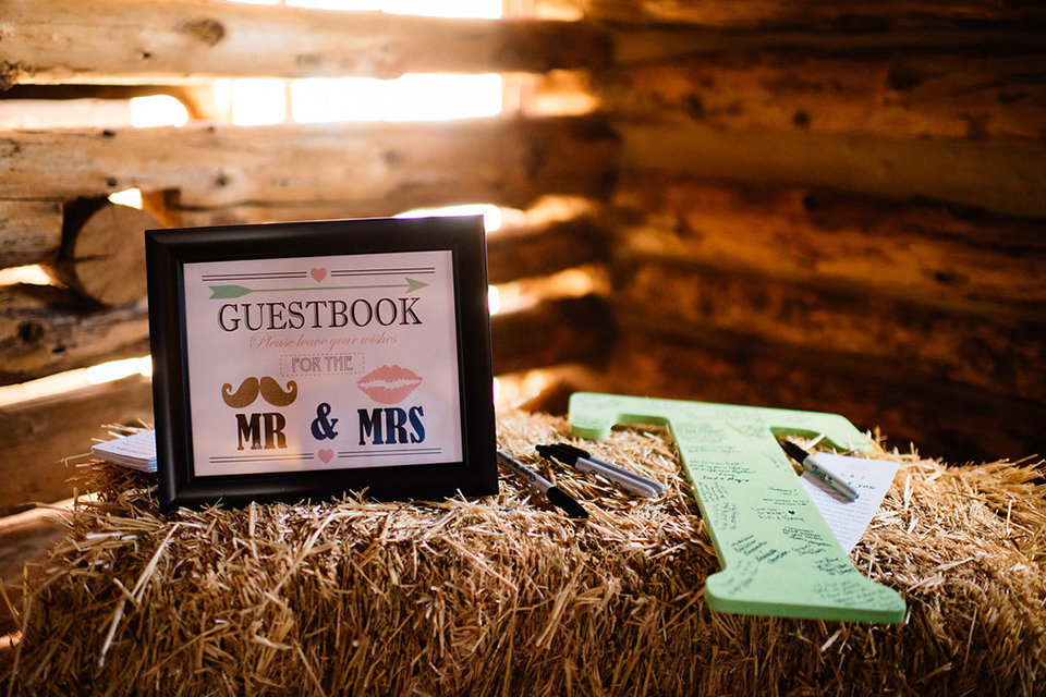 Strawberry-Creek-Ranch-Modern-Minimalist-Outdoor-wedding-in-Granby-Colorado-Guest-Book