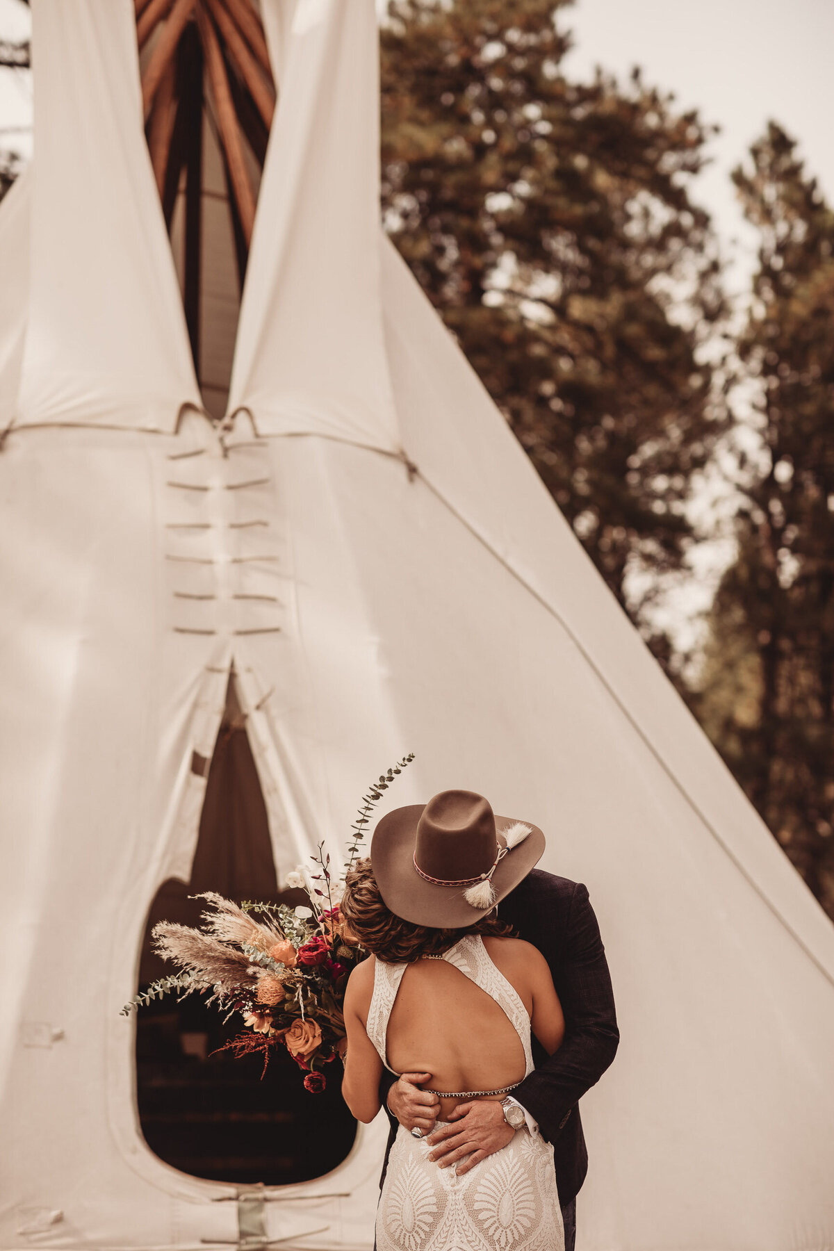 younger-ranch-wedding-Native-Roaming-Photography-23
