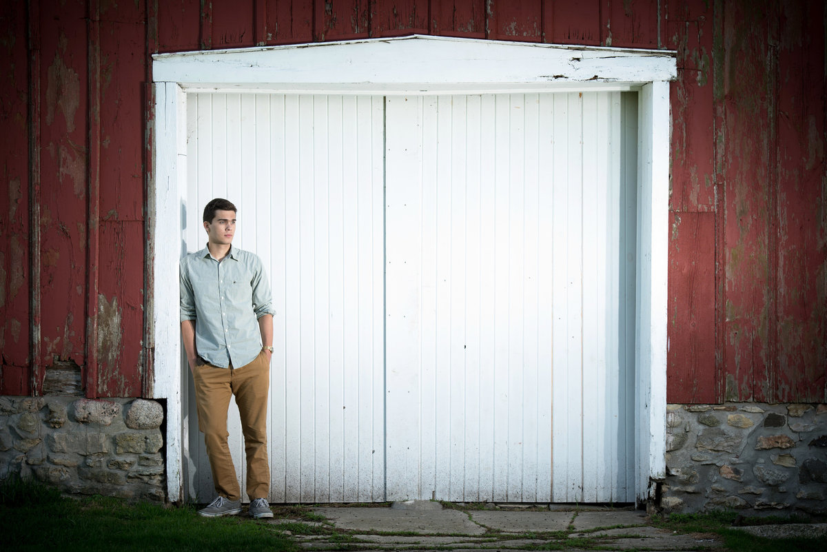 leroy-oaks-forest-preserve-red-barn-door-senior-portrait-St. Charles-Illinois