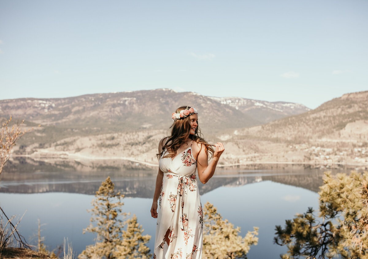 Elopement photos on Knox Mountain in Kelowna, BC Photos by Pala Mikayla