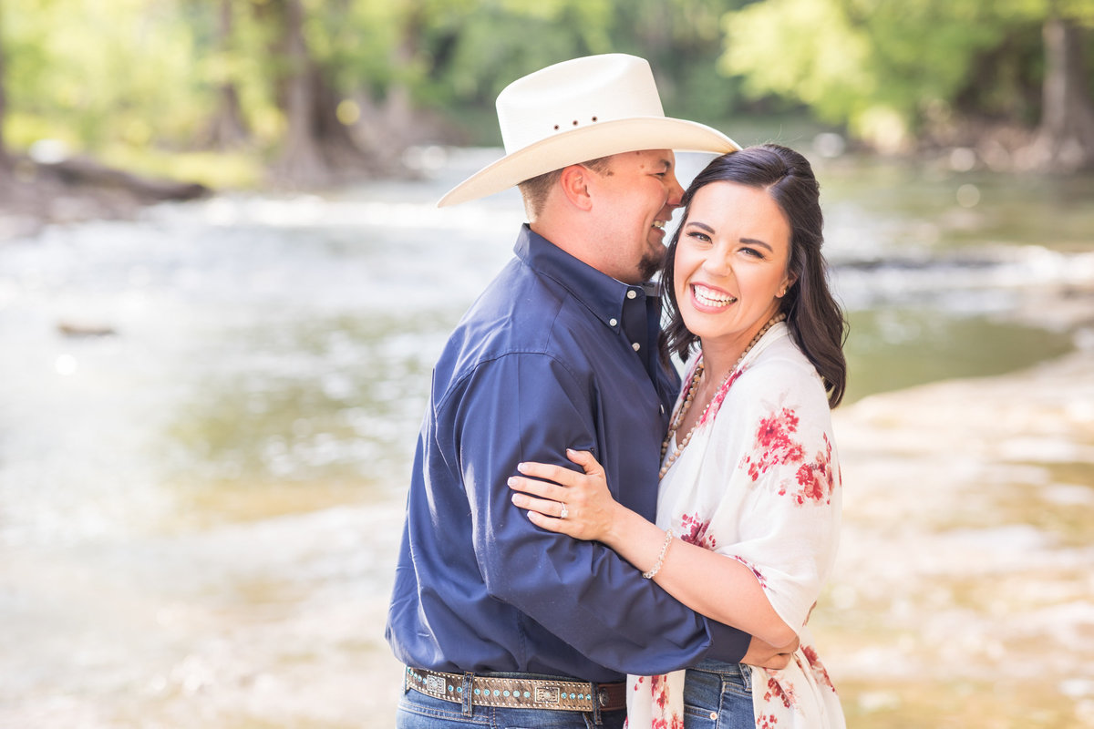 Engagement-Session-At-Canyon-Lake-0004