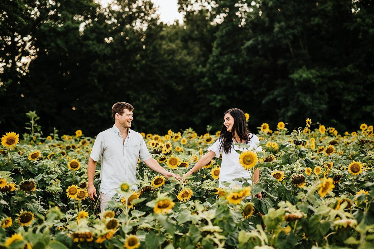 sunflower-field-engagement-session-delaware-rebecca-renner-photography_0026