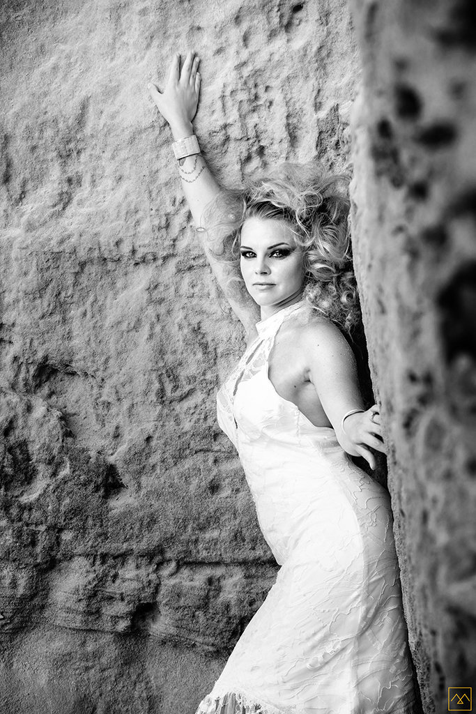 Amedezal-wedding-photographe-mariage-lyon-inspiration-Formentera-robe-Gervy-surmon31-alliances-Antipodes-MonTrucenBulle-PauletteDerive-woman-dress