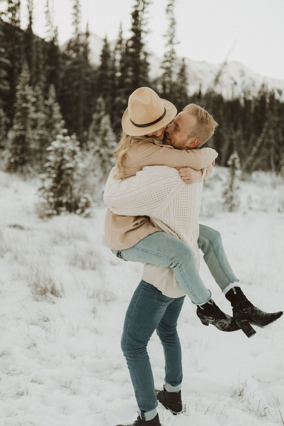 liv_hettinga_photography_canmore_mountain_engagement-11