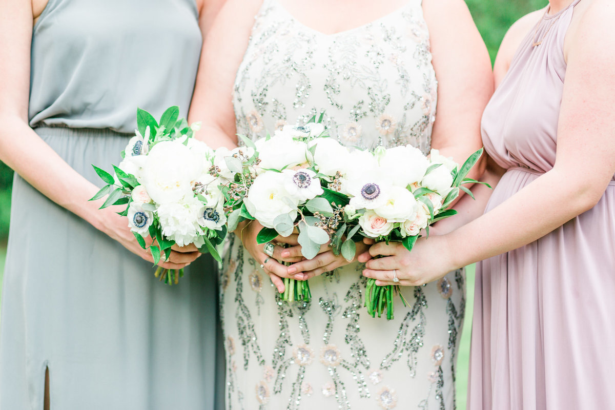 ellie_and_kyle_bridesmaids_bouquets