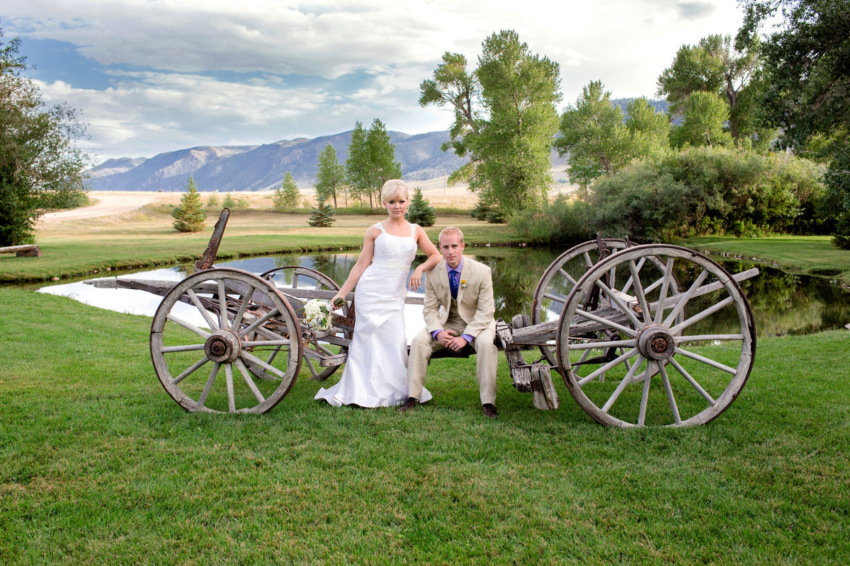 rustic-laramie-wedding-pictures