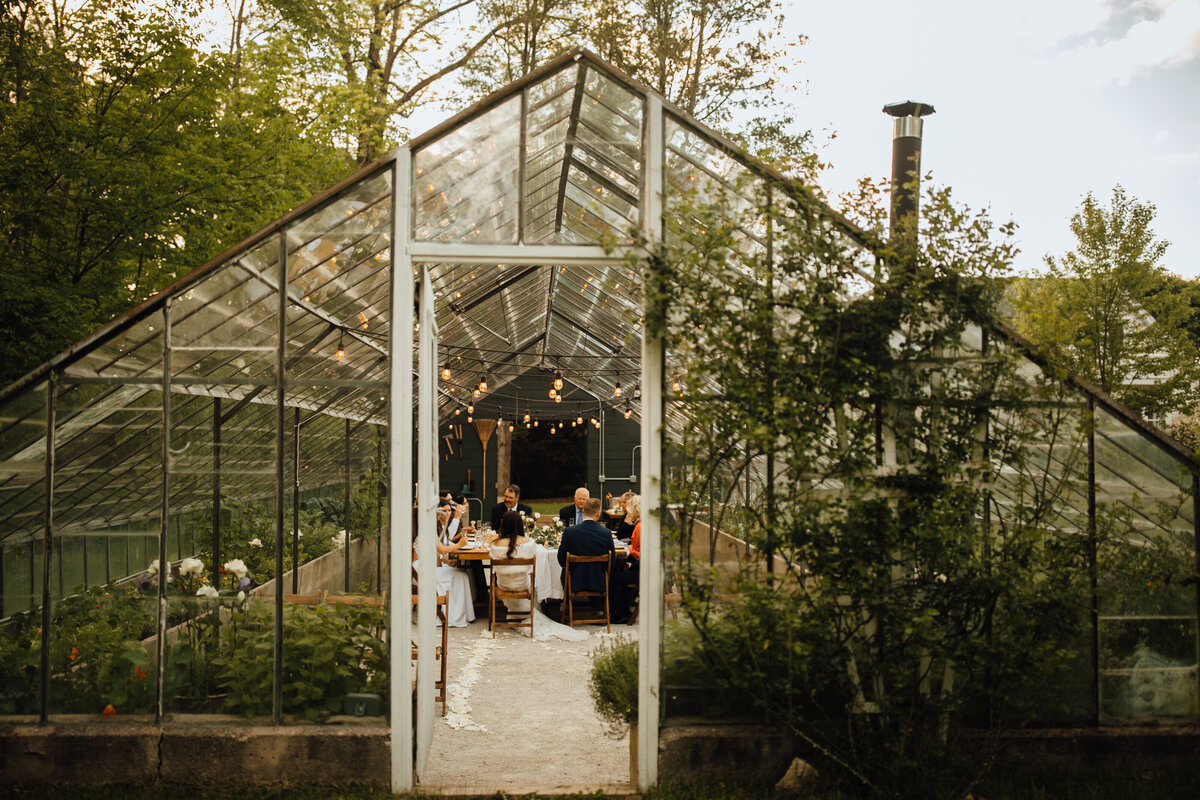 Small-wedding-venues-in-Michigan-the-glass-house3