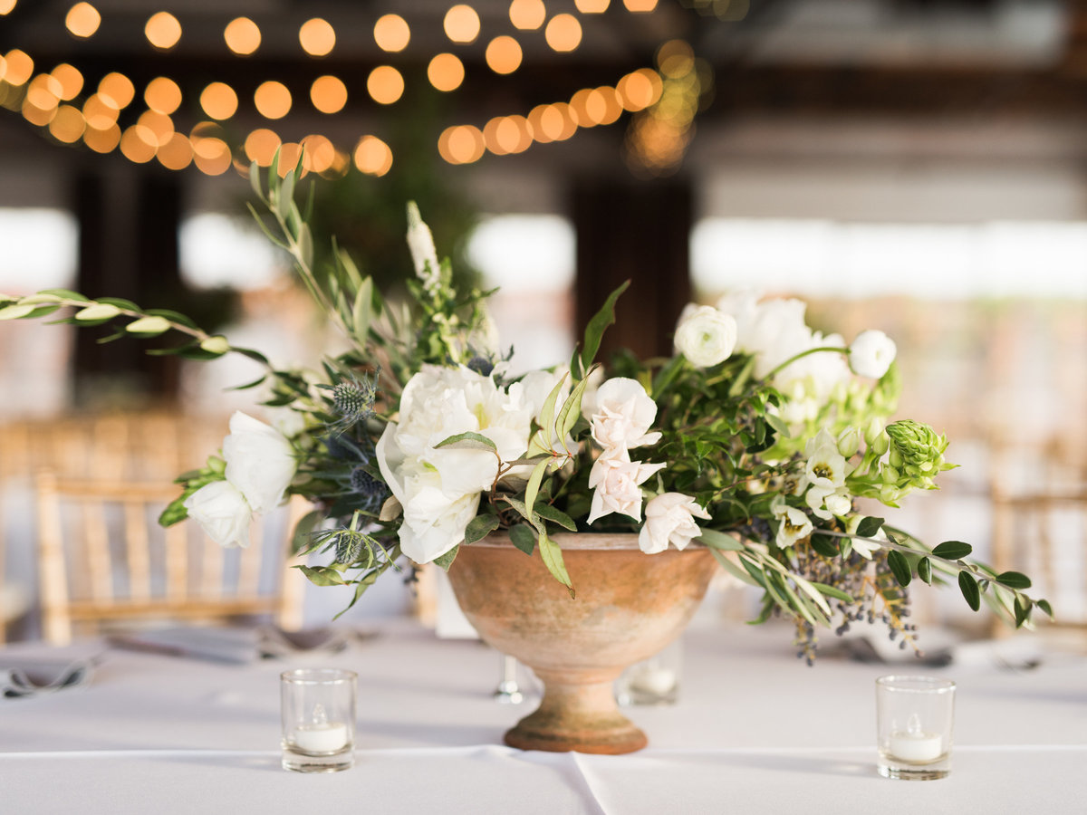 Courtney Hanson Photography - Festive Holiday Wedding in Dallas at Hickory Street Annex-1090
