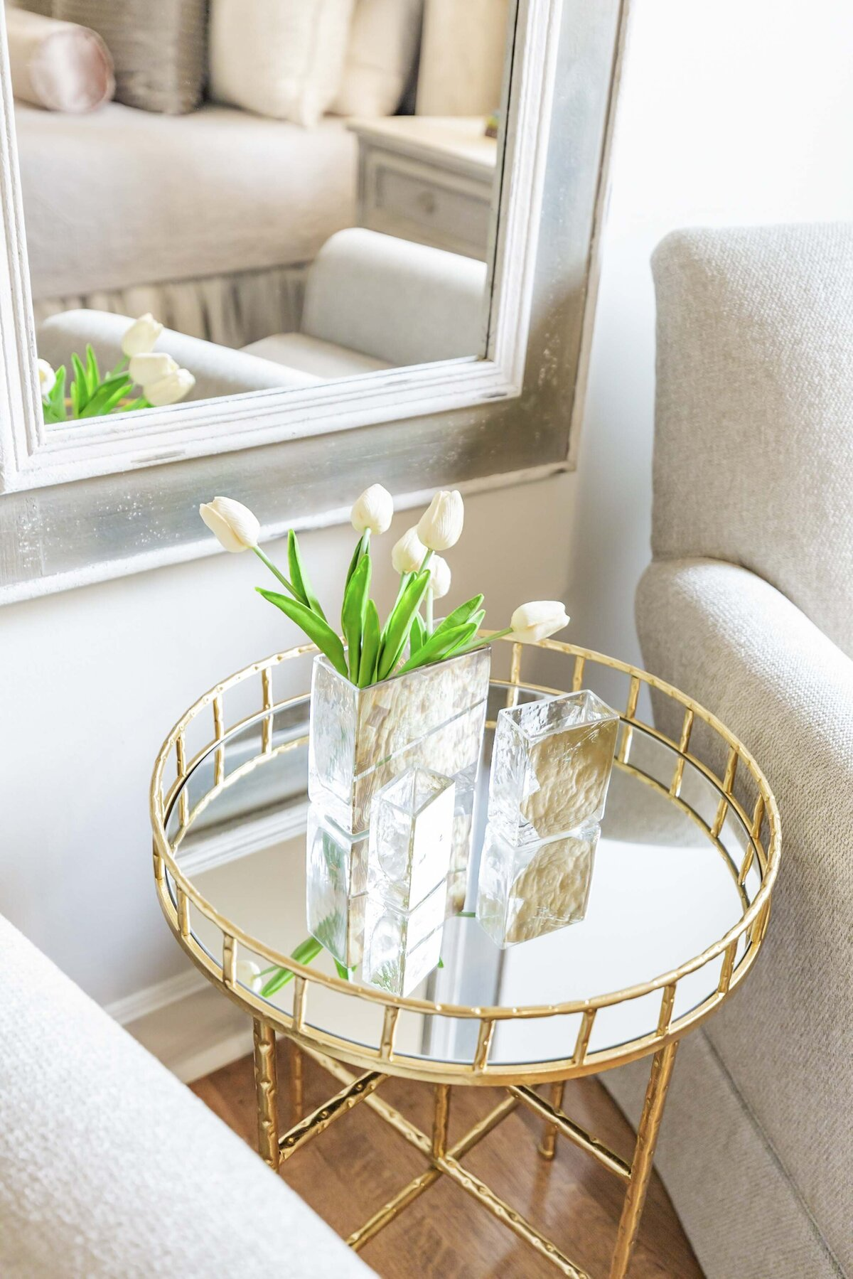 accent-table-mirror-decor