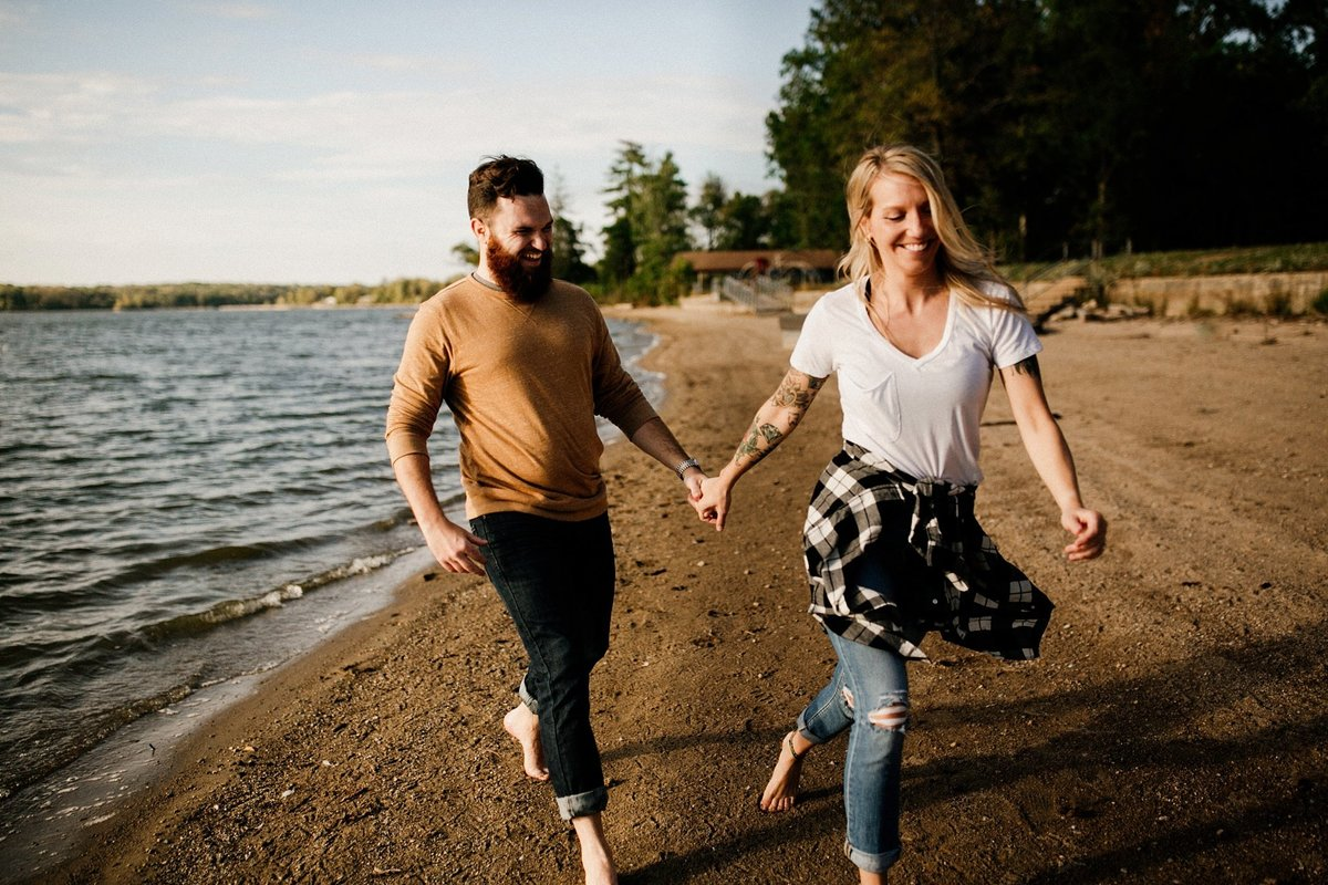 megan-renee-photography-eagle-creek-beach-engagement-session-11