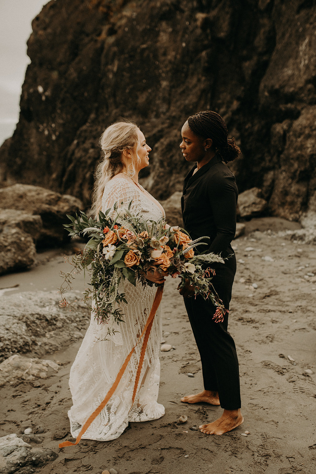 Ruby_Beach_Styled_Elopement_-_Run_Away_with_Me_Elopement_Collective_-_Kamra_Fuller_Photography_-_First_Look-40
