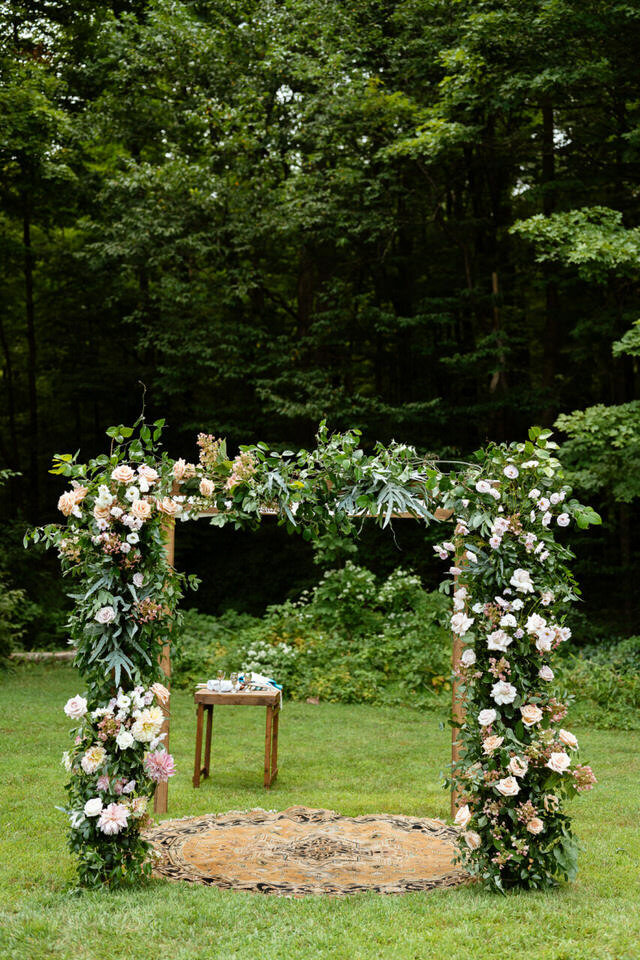 Catskills-Wedding-Planner-Foxfire-Mountain-House-Wedding-Canvas-Weddings-Chuppah