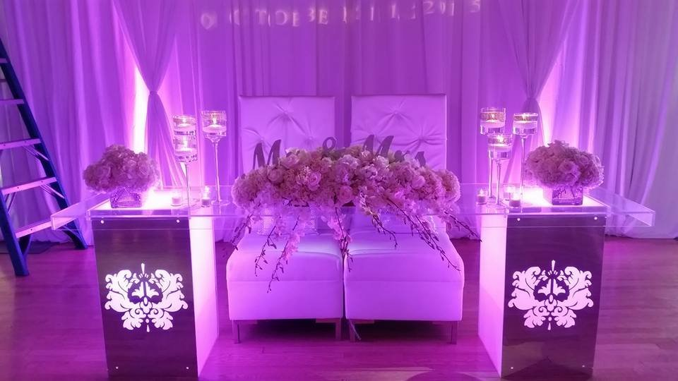 Acrylic sweetheart table with candles