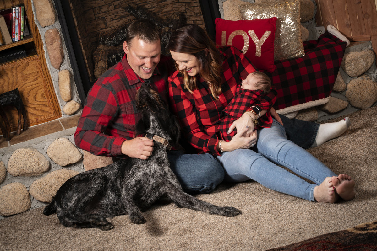 sioux falls family photography in home session family portrait with dog south dakota