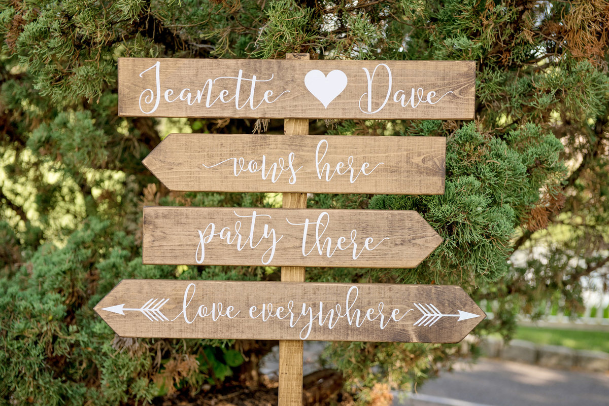 photo of wedding directional signs from wedding at Willow Creek Golf and Country Club