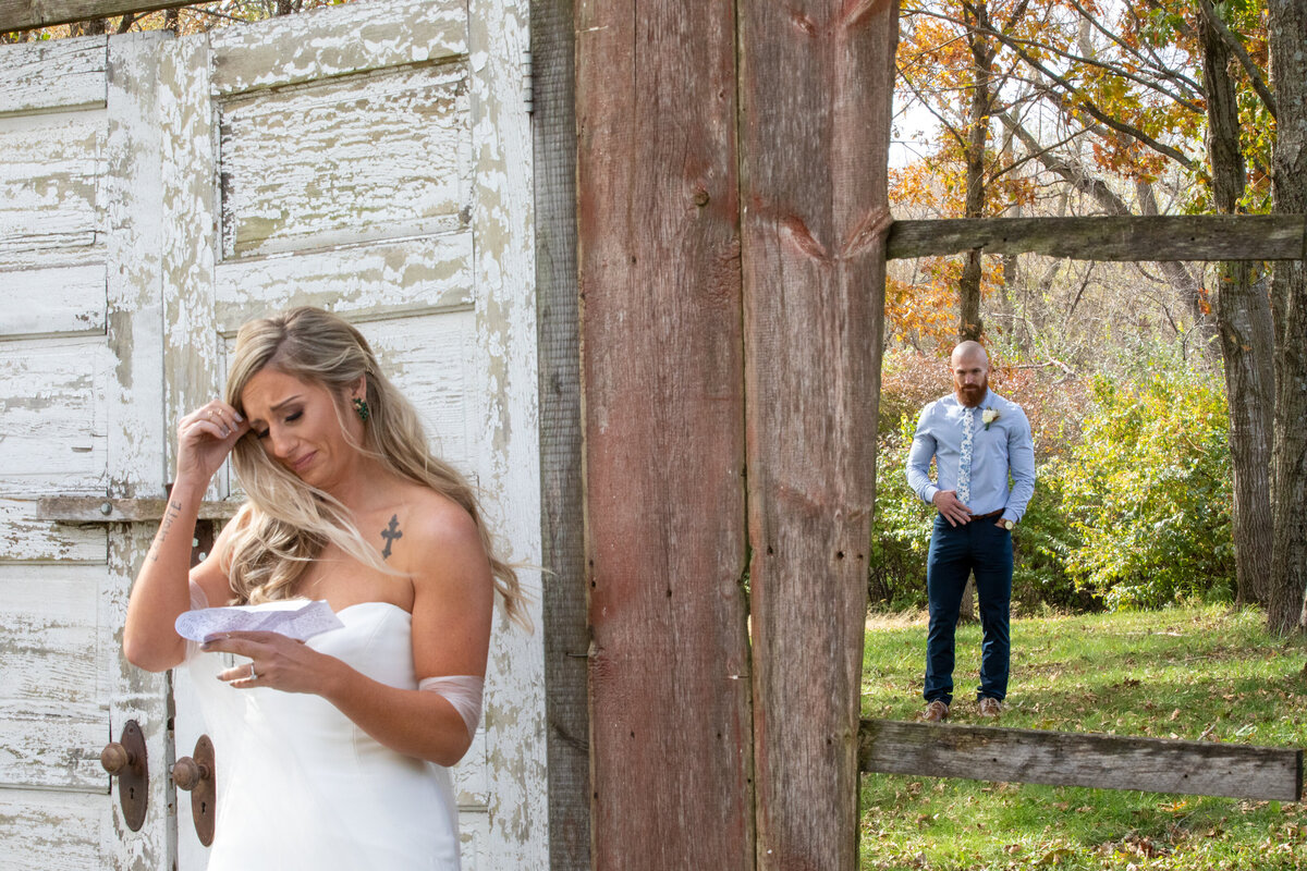 Barnes-place-des-monines-iowa-rustic-wedding-photo-ideasPhoto-33